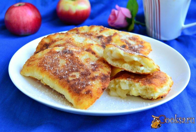 Жареные пирожки с яблоками рецепт с фото