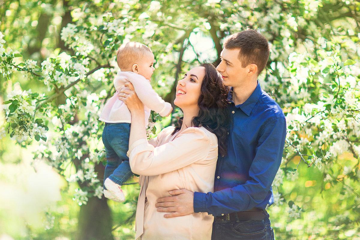 фото семьи на природе весной