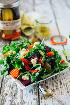 Зелёный салат со свёклой и фетой