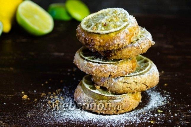Миндальное печенье с лимонными дольками.