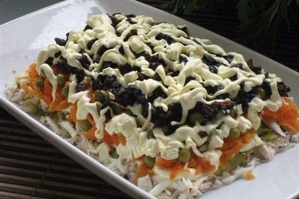 Оригинальный салат с черносливом