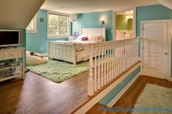 Дизайн интерьера красивой детской комнаты на чердаке