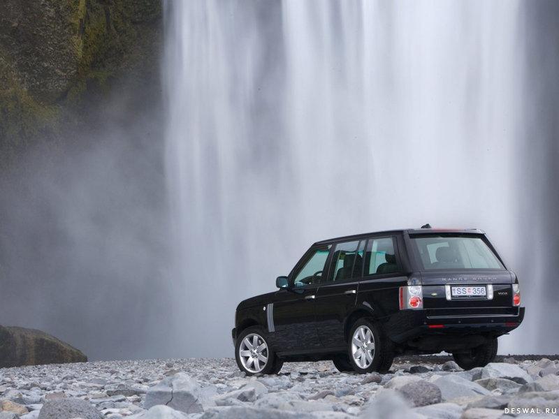 Land Rover Range Rover возле водопада