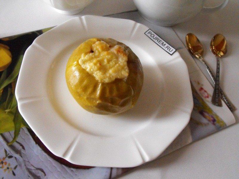 Простой и быстрый рецепт приготовления яблок, запеченных с творогом. По вкусу в начинку можно добавлять изюм, орехи, вяленую вишню или клюкву.