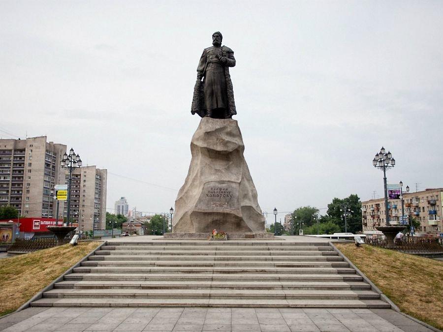 памятник хабарову в хабаповске история купают одиноком разврате