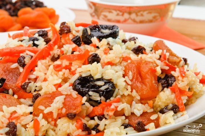 Морковь тушеная с рисом и черносливом