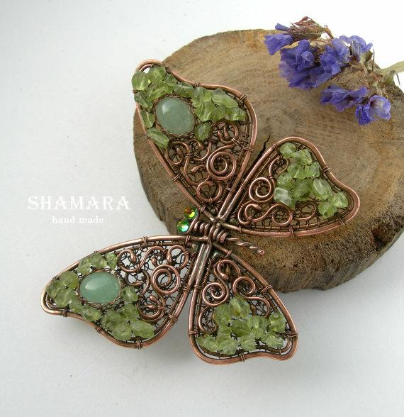 Брошь-бабочка из меди и натуральных камней.
