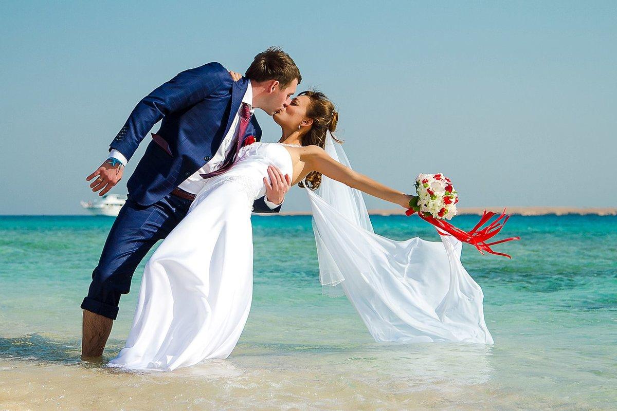 фотографии свадебных пар на море дорог