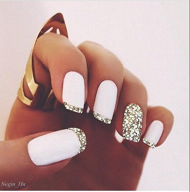 простой дизайн ногтей. фото