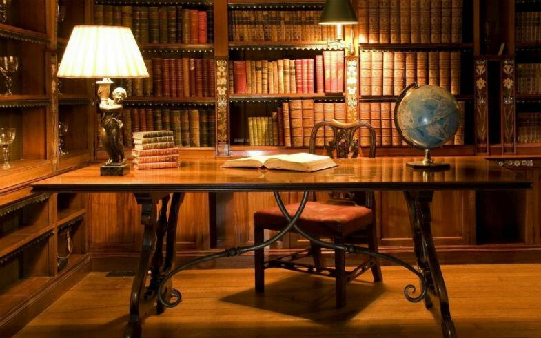 Освещение домашнего кабинета-библиотеки