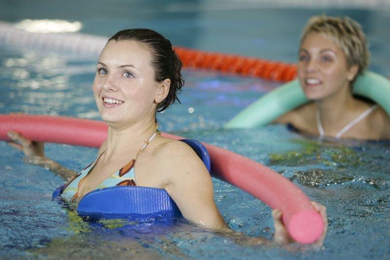 Уроки Аквааэробики Для Похудения. Аквааэробика: 18 упражнений в воде для стройной фигуры