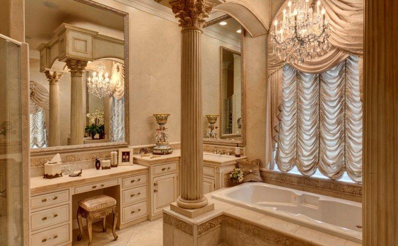 Ванная в стиле ампир с колоной