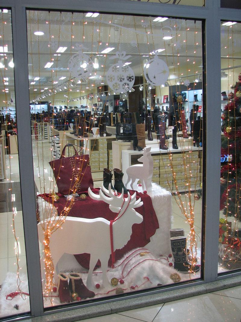Красивое новогоднее оформление витрины