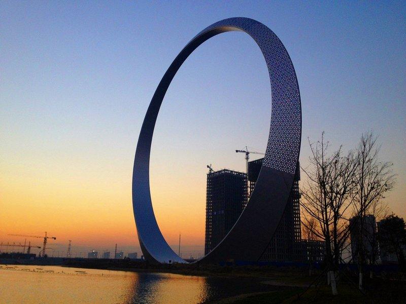 «Кольцо жизни» (Ring of Life) – это необычное здание в городе Фушуне, который относится к китайской провинции Ляонин.