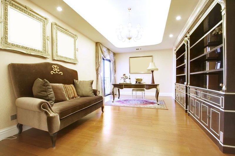 Существенный фактор, способствующий тому, чтобы кабинет стал для хозяина любимым местом пребывания – правильное освещение.