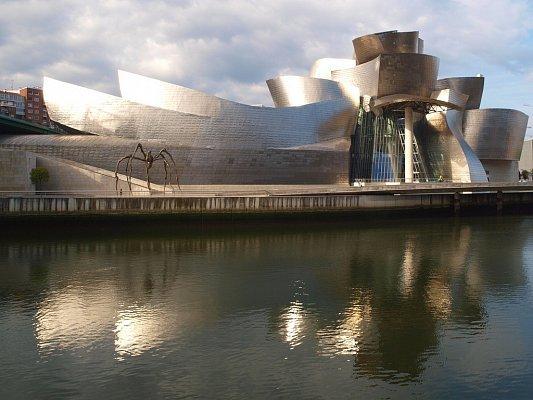 Фото музея Гуггенхайма в Бильбао в Бильбао, Испания. Большая галерея качественных и красивых фотографий музея Гуггенхайма в Бильбао, которые Вы можете смотреть на нашем сайте...
