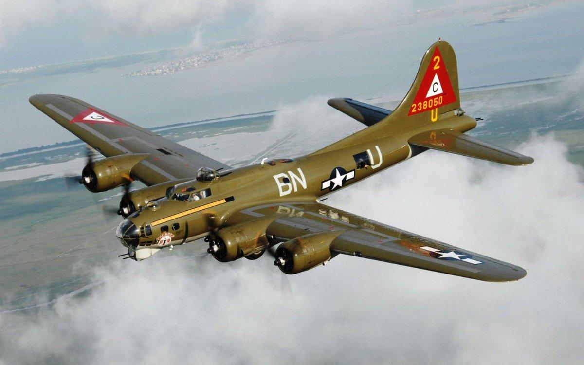 Военный самолёт Boeing B-17 Flying Fortress - Первый серийный американский цельнометаллический тяжёлый четырёхмоторный бомбардировщик