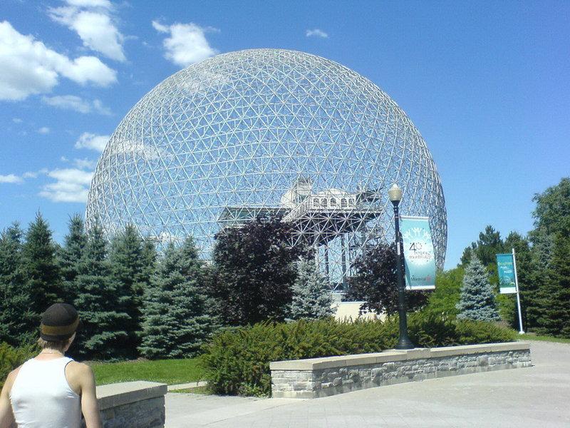 Архитектурный шедевр Монреаля, Биосфера, является единственным музеем в Северной Америке, посвященным воде.