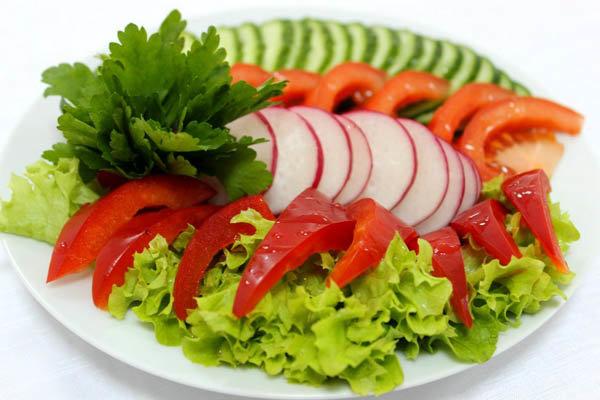 Свежие овощи нарезка