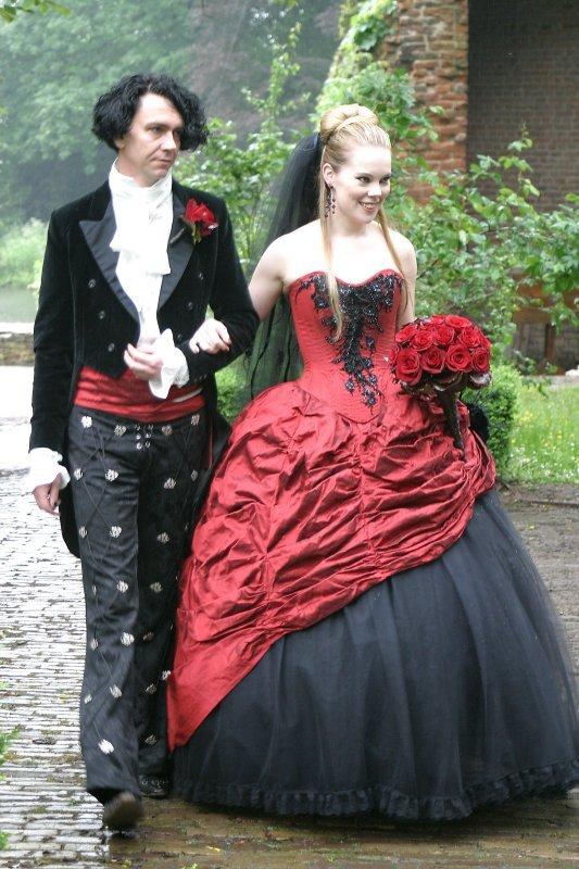 младше двух фото свадебных нарядов разных стилей белье