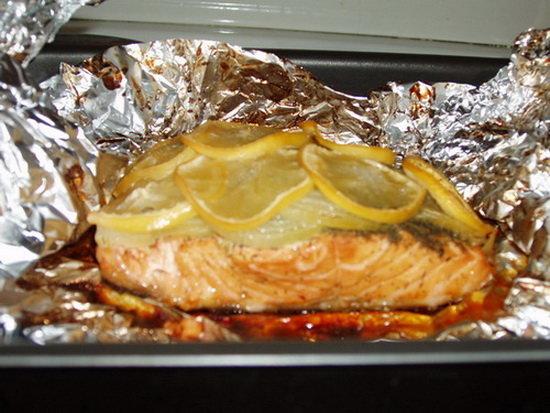 Речная рыба запеченная в духовке в фольге