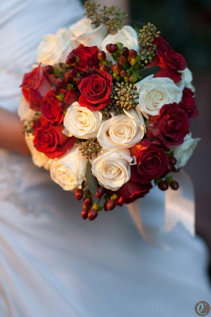 Кремового красные букет невесты, атласных лент