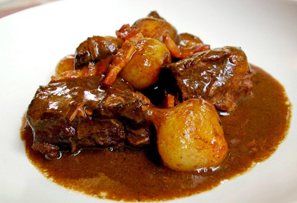 Рецепт говядины тушеной в вине
