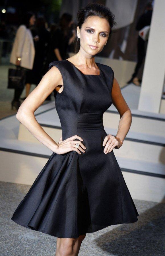 Черное платье с юбкой трапецией