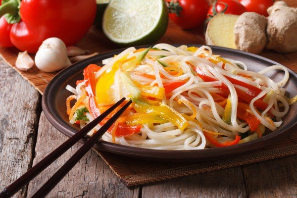 Салаты из китайской лапши фото