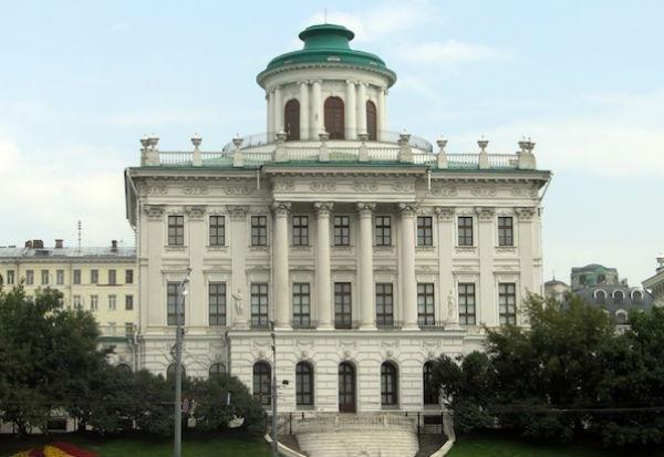 Стиль классицизм удерживал свои лидирующие позиции более века, а обогатил архитектурный облик столиц всех Европейских государств.