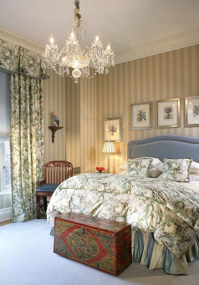 Голубая кровать