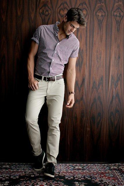 Рубашки, по мнению стилистов, являются базовым элементом в гардеробе мужчины