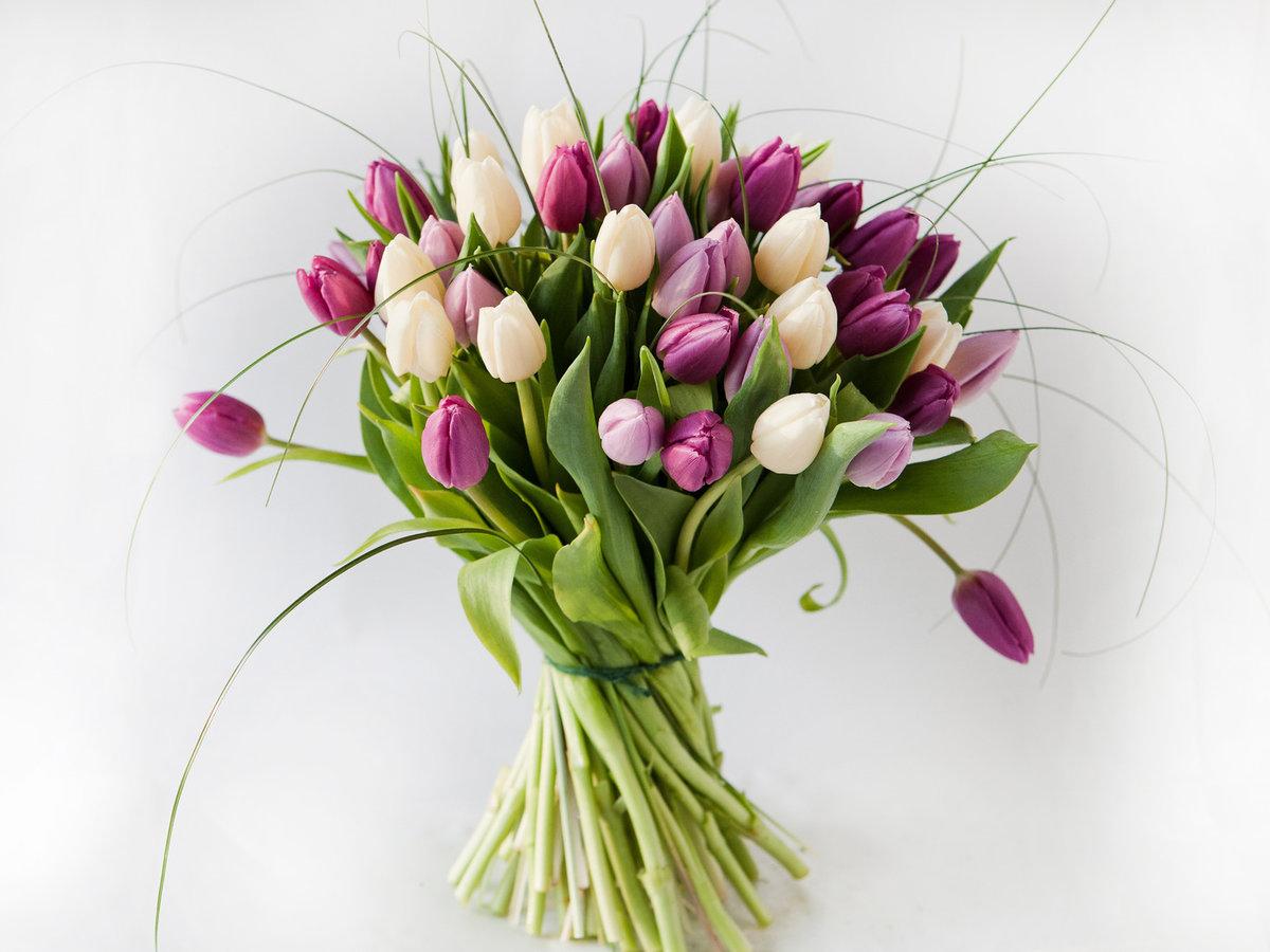 весенний букет тюльпаны фото юбилей поздравим