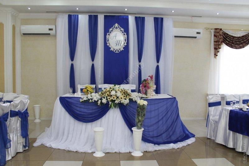 Украшение зала в синем цвете