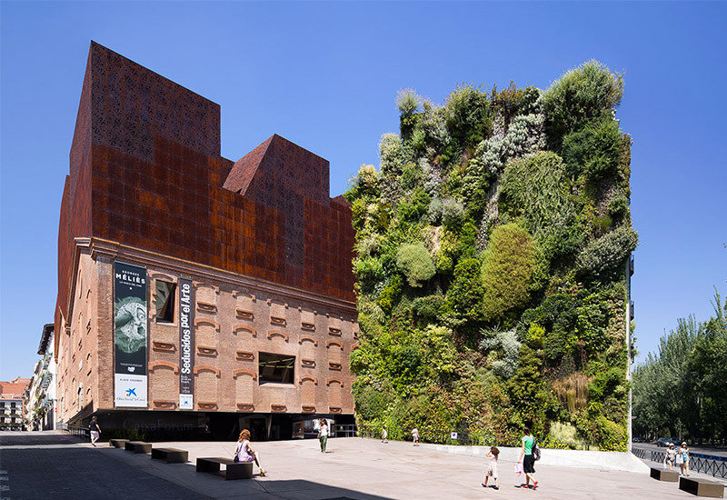 herzog and de meuron caixa forum Designed by the swiss duo jacques herzog and pierre de meuron caixaforum madrid is a contemporary art museum and cultural center near paseo del prado the architects manage to make an existing brick structure defy gravity in order to provide an open ground floor, a strategy already tested - albeit timidly - at the tate.