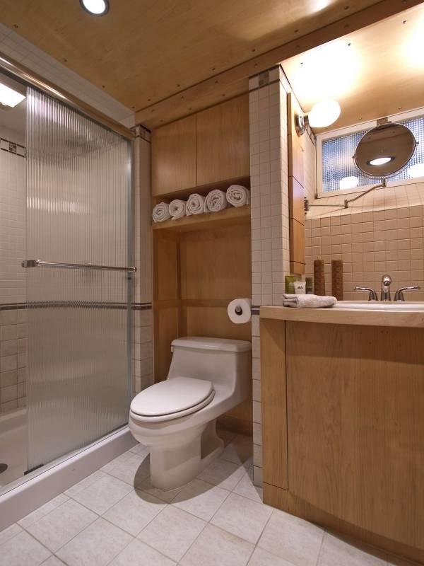 vstroen-tualet-video-erotika-s-elementami-porno-smotret-filmi