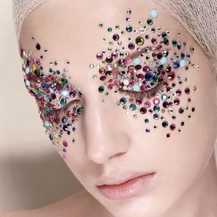 Как сделать особенный макияж для новогоднего вечера?