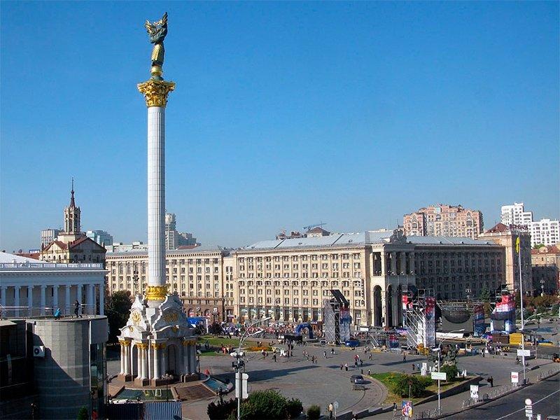 Памятник независимости Украины располагается на главной киевской площади — площади Независимости (Майдане Незалежности); воздвигнут в 2001 году и посвящен 10-летнему юбилею независимости Украины.