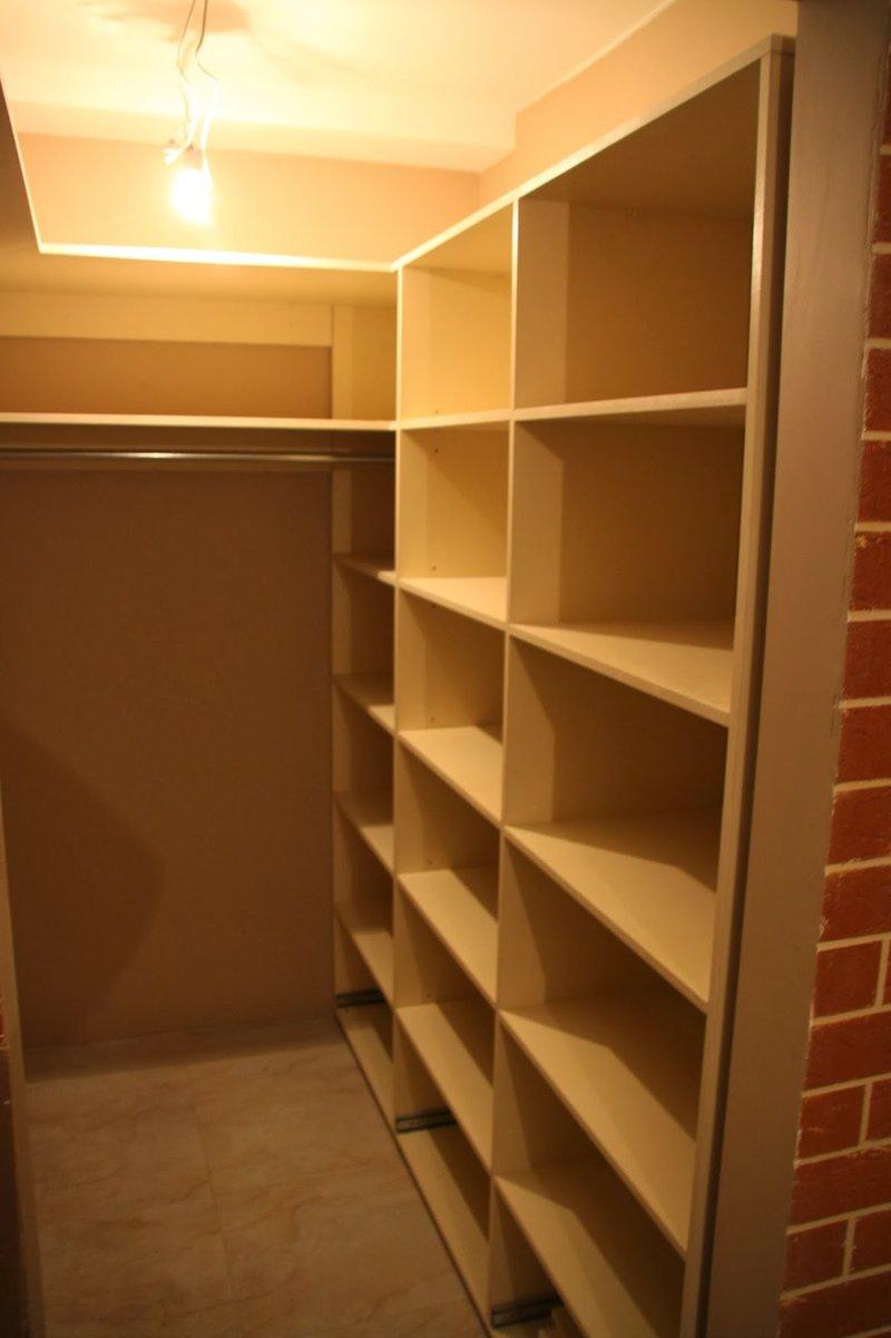 узкая гардеробная комната фото