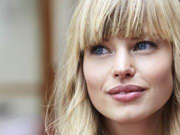 Женские причёски с короткой и длинной чёлкой — в Яндекс.Коллекциях. Смотрите фотографии модных женских причёсок с чёлкой на короткие, средние и длинные волосы