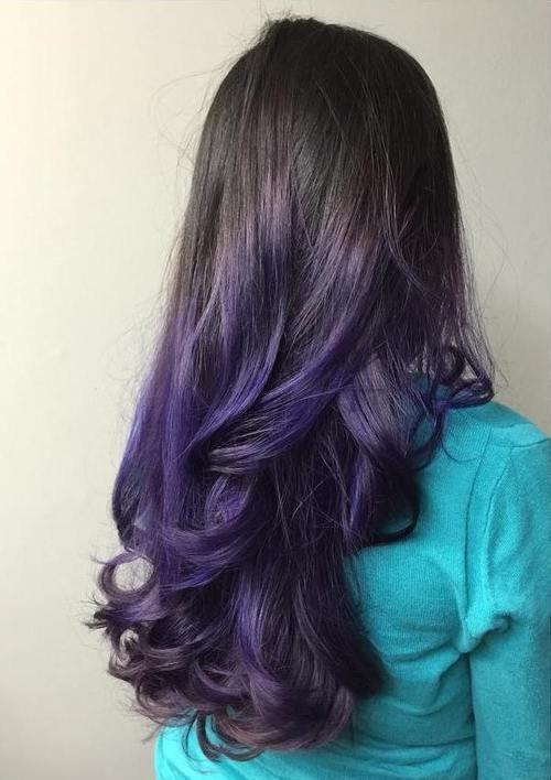 Фиолетовое омбре на черных волосах