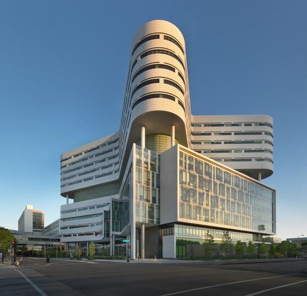 Новый корпус госпиталя при медицинском центре университета Раша (США). Работа бюро Perkins+Will
