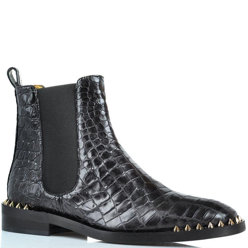 Кожаные ботинки Ras с фактурой кроко и декором-шипами на носочке цена: 8282 грн размеры: 36-40