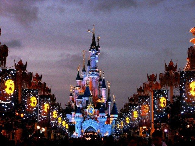Диснейленд (Disneyland).