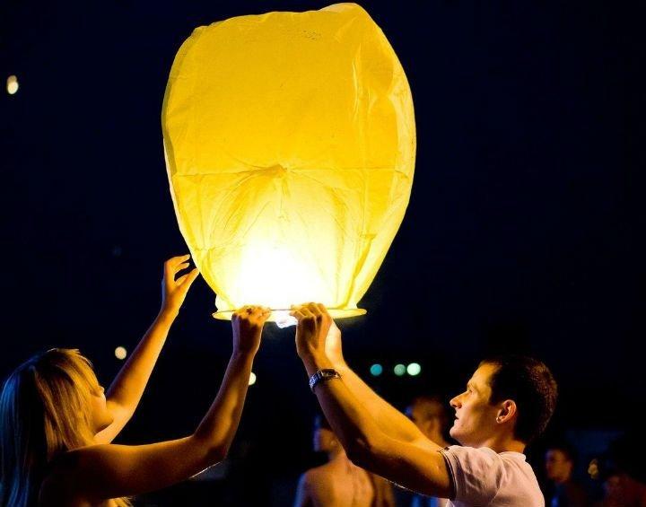 Китайские небесные фонарики в ассортименте.