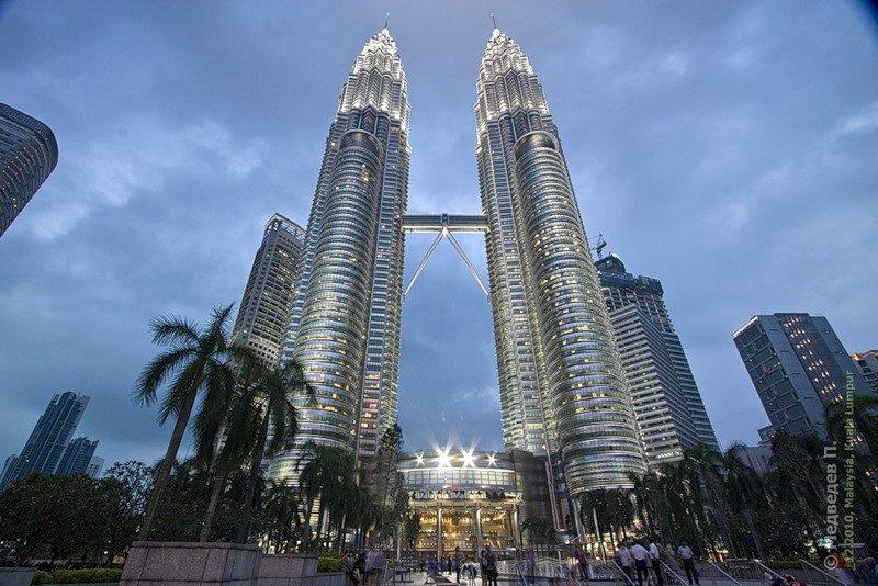 Путешествуем по миру. Малайзия . Башни-близнецы Петронас. Высота… Хотелось ли Вам когда-нибудь почувствовать себя птицей, парящей над бескрайними пр...