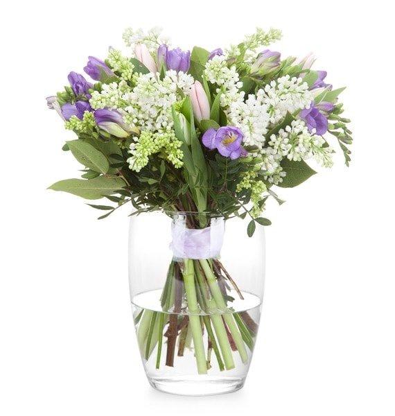 Букеты цветов из тюльпанов ландышей и сирени