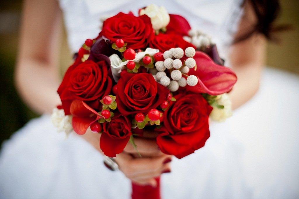 Букет невесты из красных цветов фото, букеты