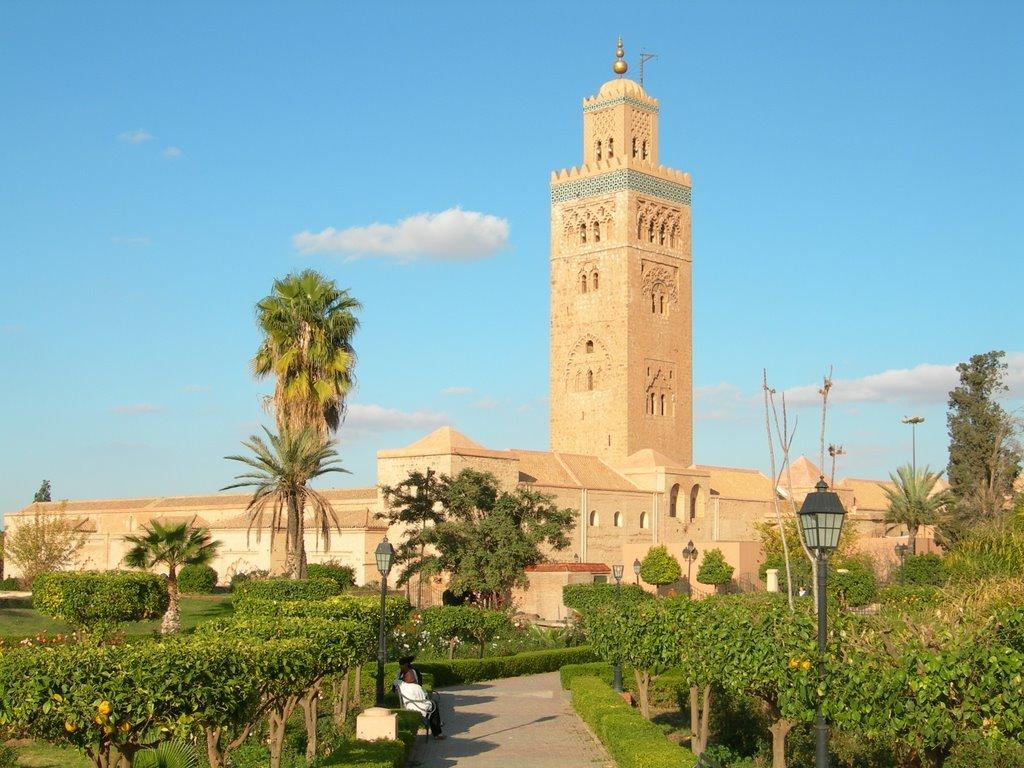 Мечеть Кутубия в Марракеша является самой большой мечетью Магриба. Минарет, увенчанный позолоченными шарами, возвышается на 69 метра, а ширина лестничных пролетов позволяет въезжать верхом на лошади.