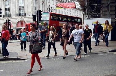 люди на улицах лондона